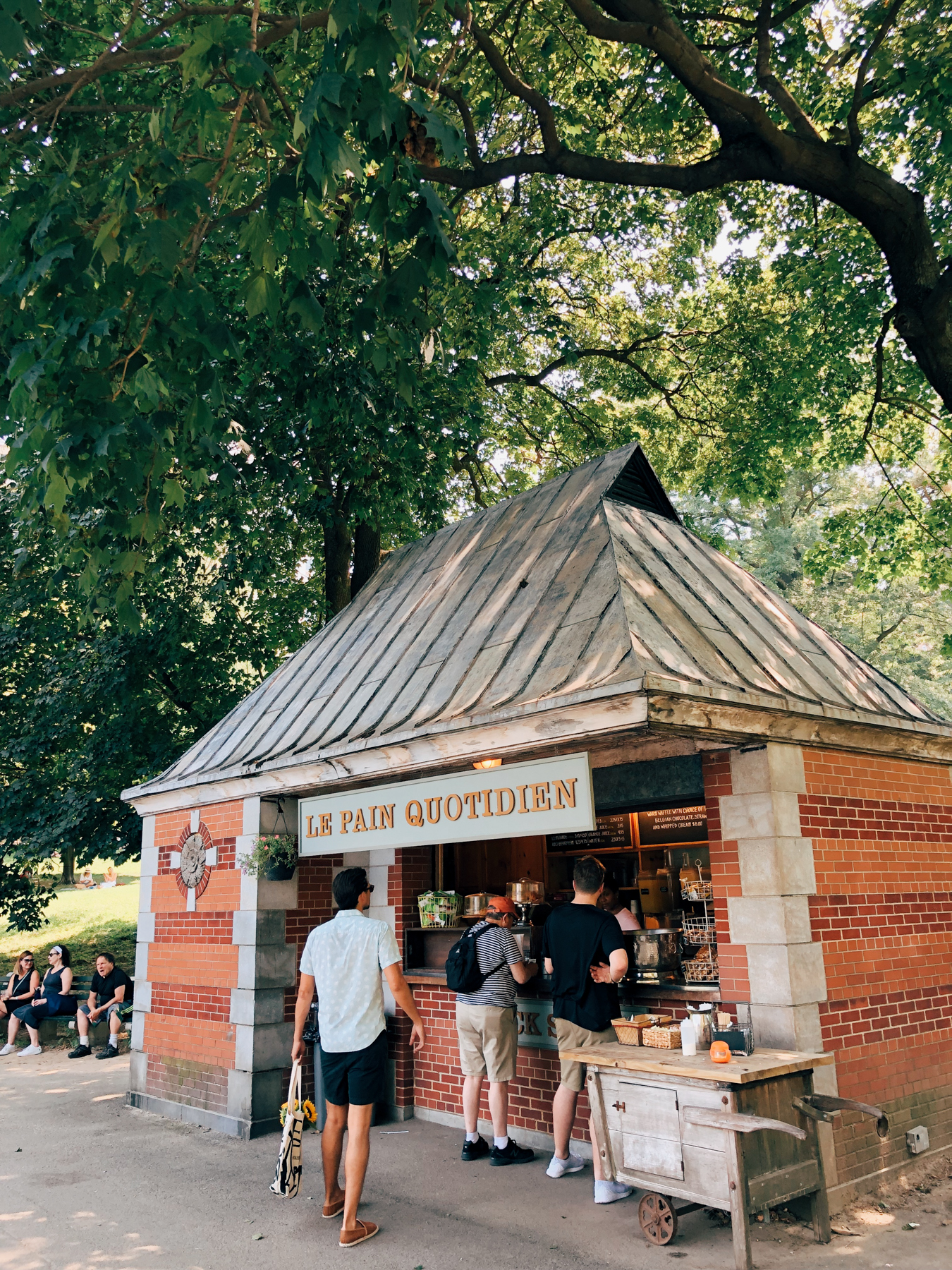 Grab a snack at either of the LPQ stands at The Conservatory Water