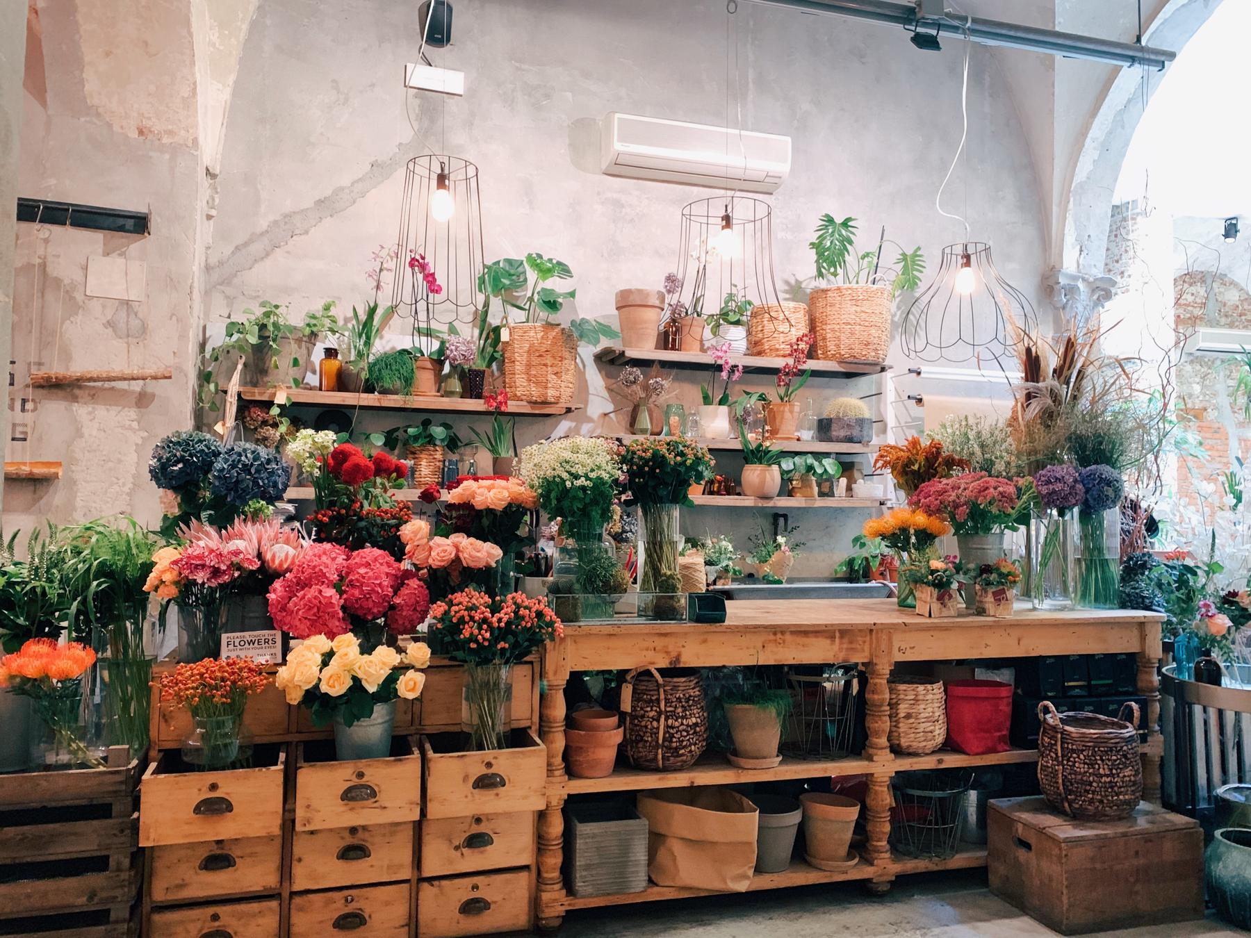 The florist stand inside La Ménagère.