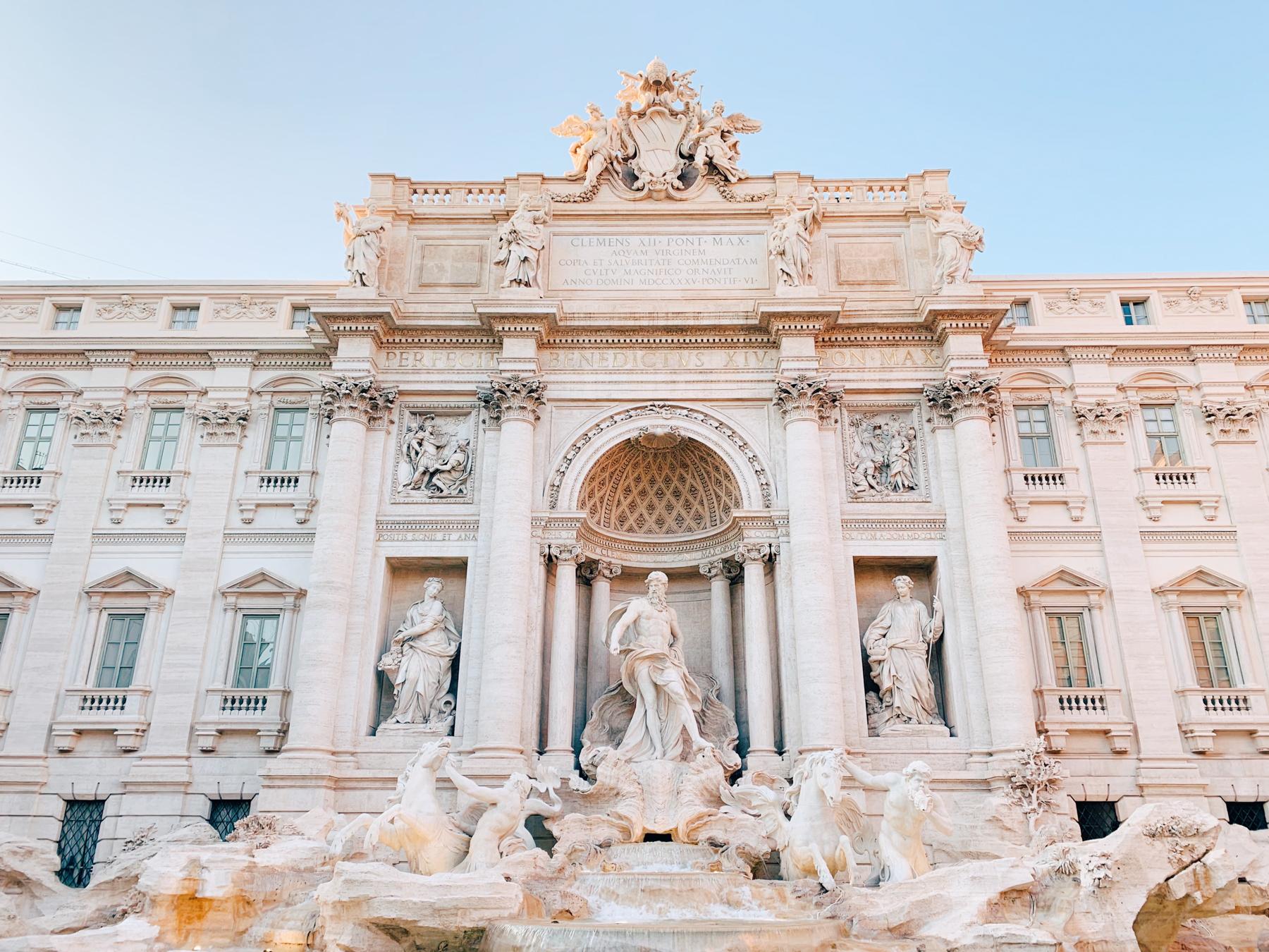 The gorgeous Trevi Fountain.